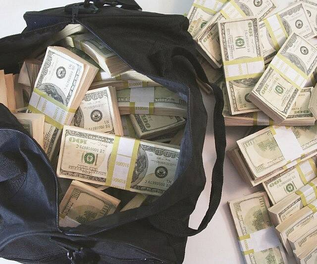 500K Prop Money Filled Duffel Bag - http://coolthings.us