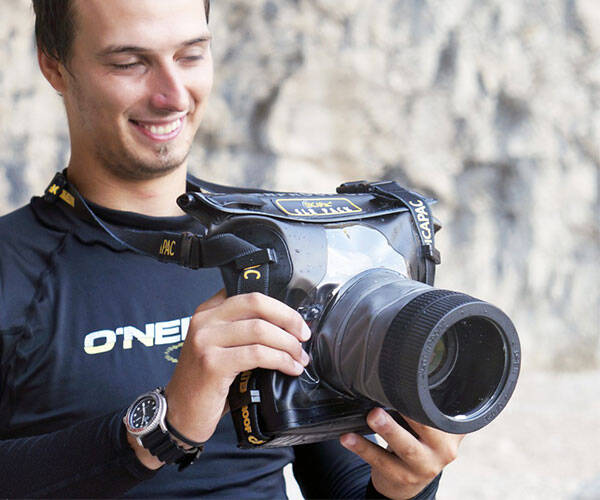 DiCAPac WaterProof Underwater Case for DSLR Camera - http://coolthings.us