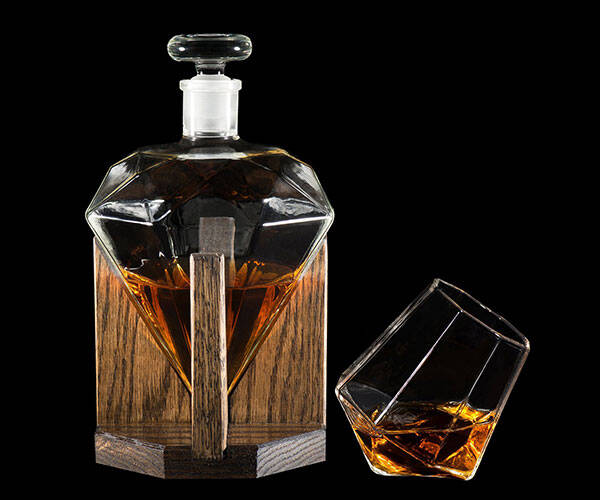 Diamond Whiskey Decanter - http://coolthings.us