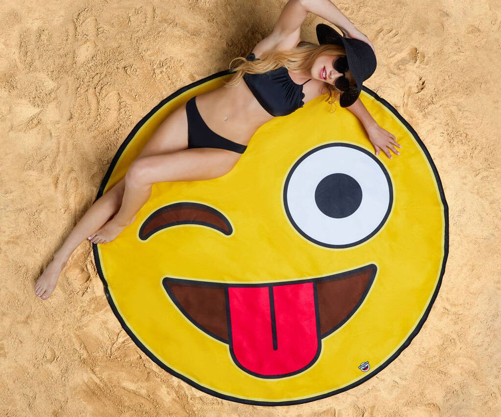 Giant Emoji Beach Blanket - http://coolthings.us