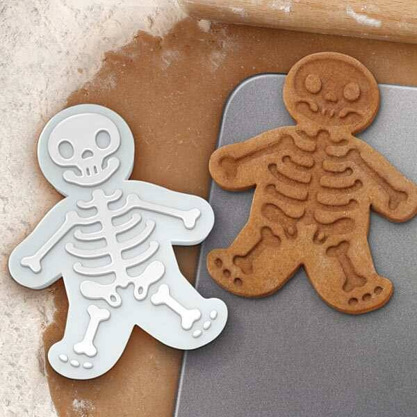 Gingerdead Men Cookie Cutter - http://coolthings.us