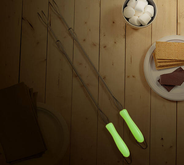 Glow In The Dark Marshmallow Roasting Sticks - http://coolthings.us