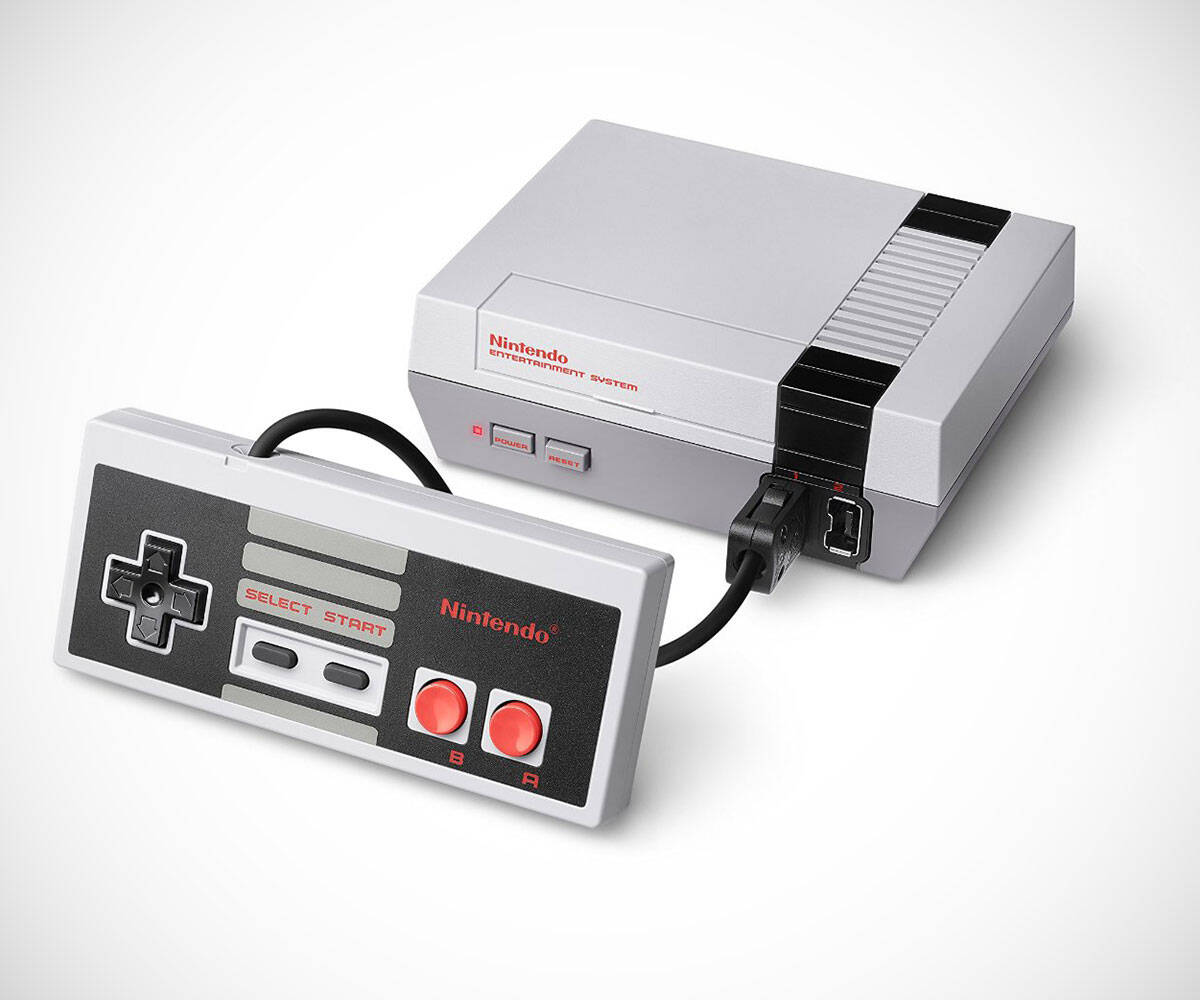 Miniature Classic Nintendo Entertainment System (NES) - http://coolthings.us