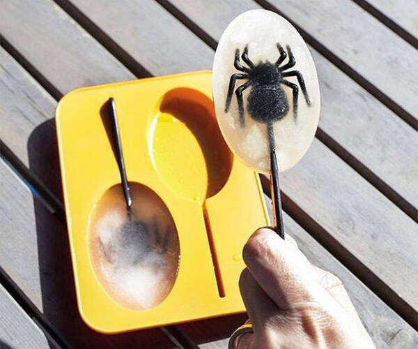 Spider Ice Pop Mold - http://coolthings.us