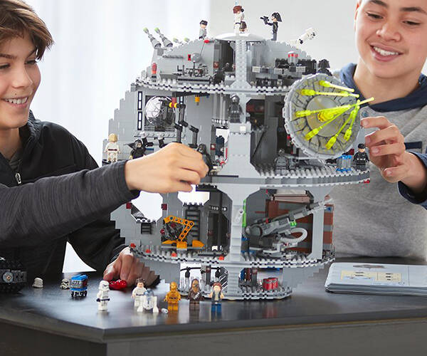 Star Wars Death Star Lego - http://coolthings.us