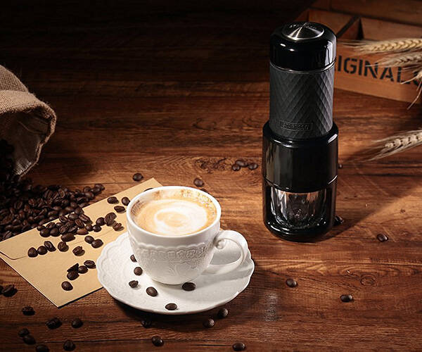 Staresso Portable Manual Coffee Maker - http://coolthings.us