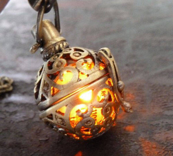 Steampunk Firefly Necklace - http://coolthings.us