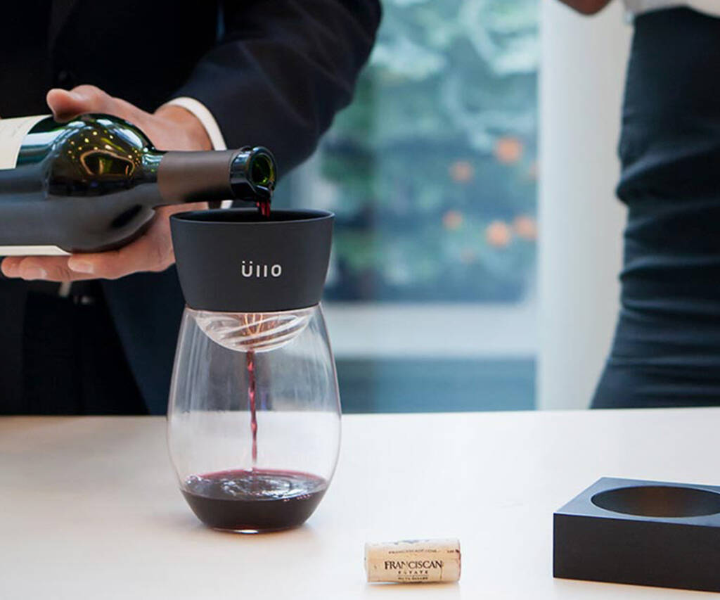 Ullo Wine Purifier & Aerator with Display Base - http://coolthings.us