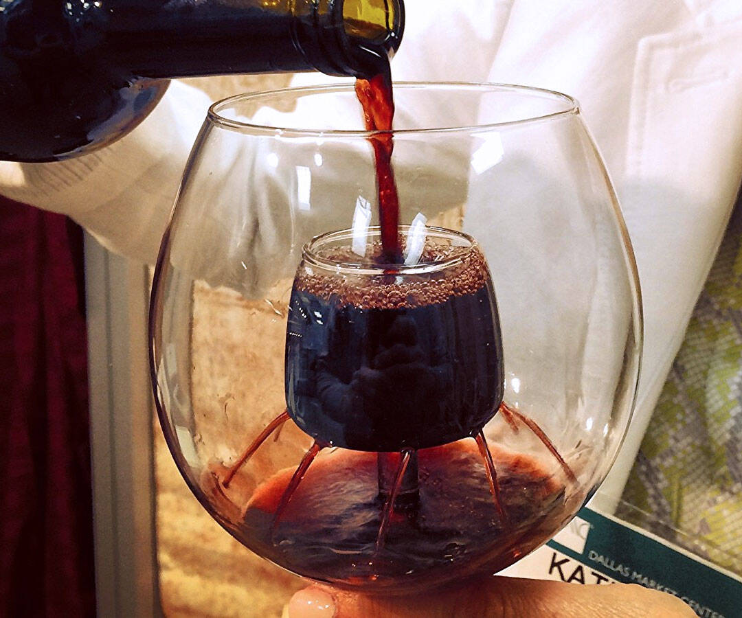 Aerating Wine Glass - http://coolthings.us