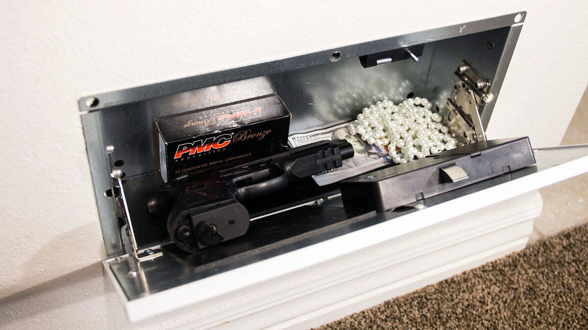 Air Vent Hidden Safe with RFID Lock - http://coolthings.us