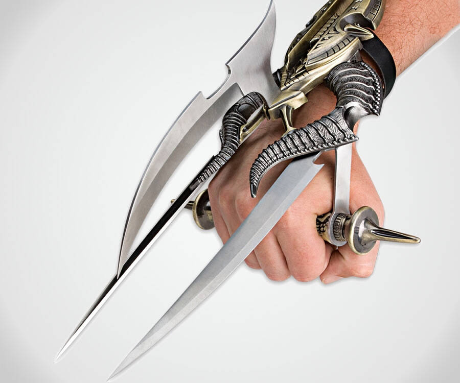 Alien Spiked Tri-Blade Hand Claw - http://coolthings.us