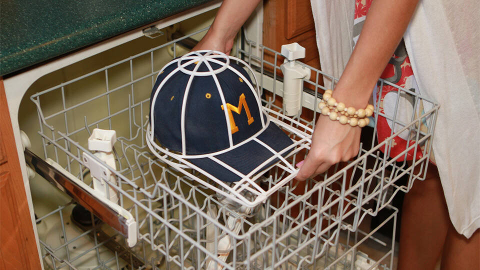 Baseball Hat Wash Cage - http://coolthings.us
