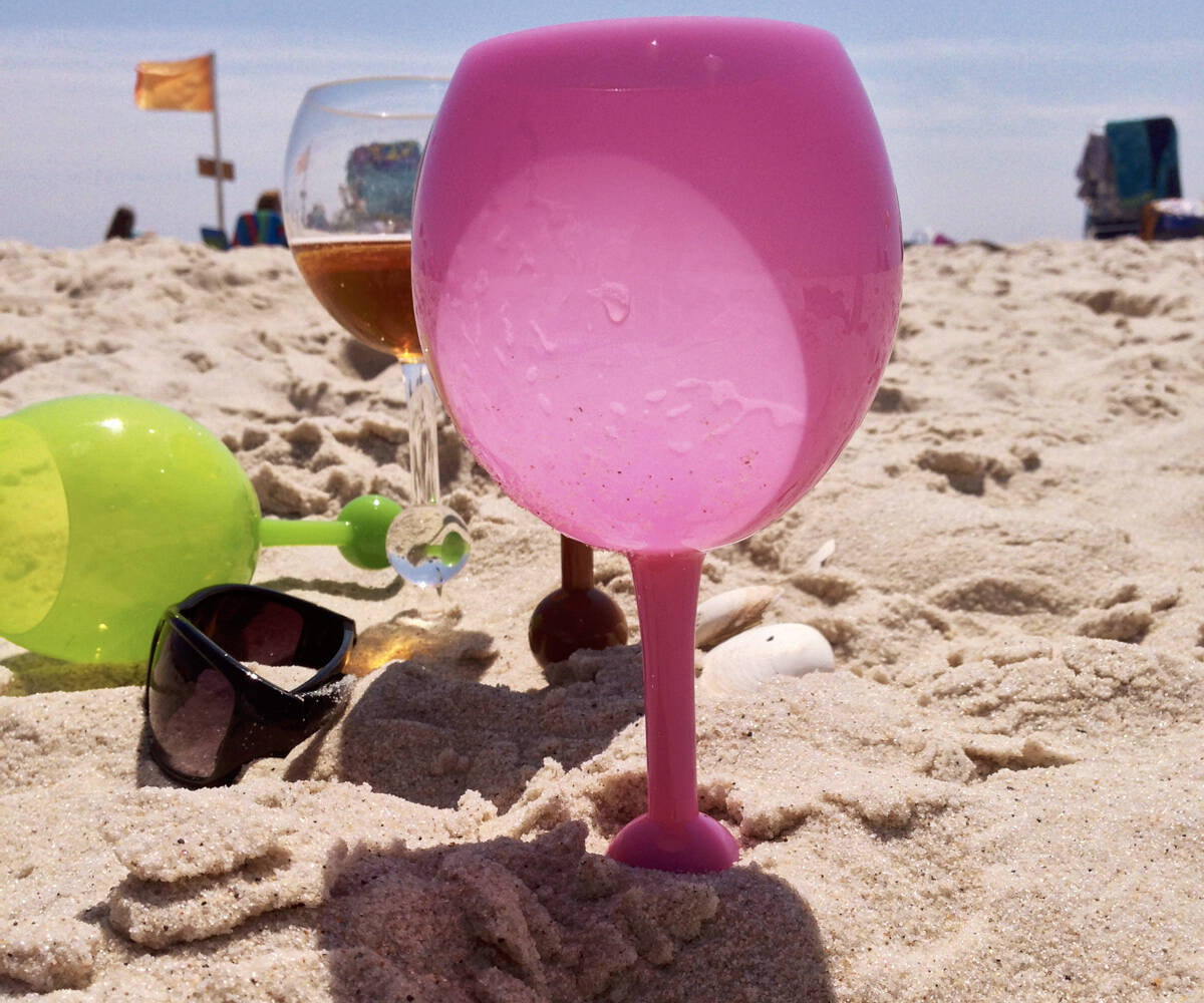 Floating Self Standing Wine Glass - http://coolthings.us