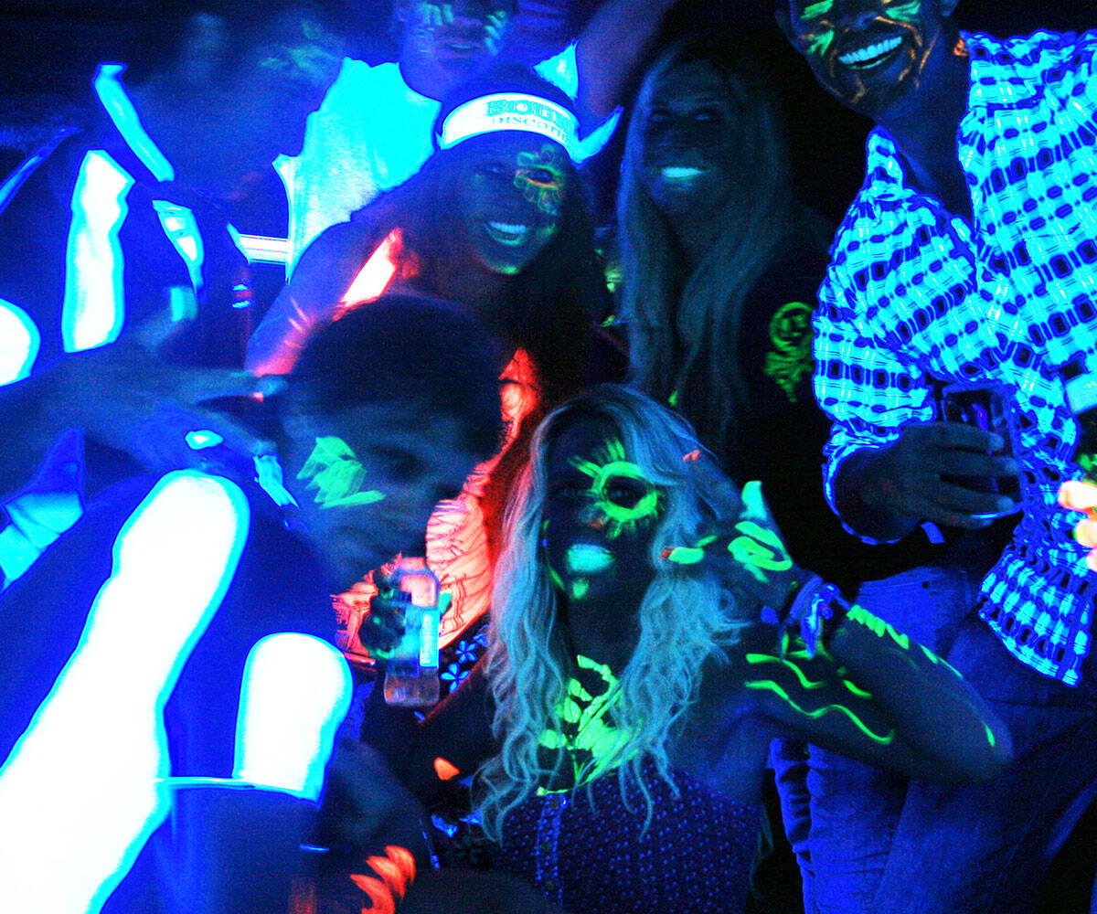 Black Light Glow Party Kit - http://coolthings.us