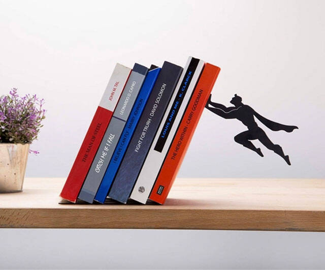 Superhero Bookends - http://coolthings.us