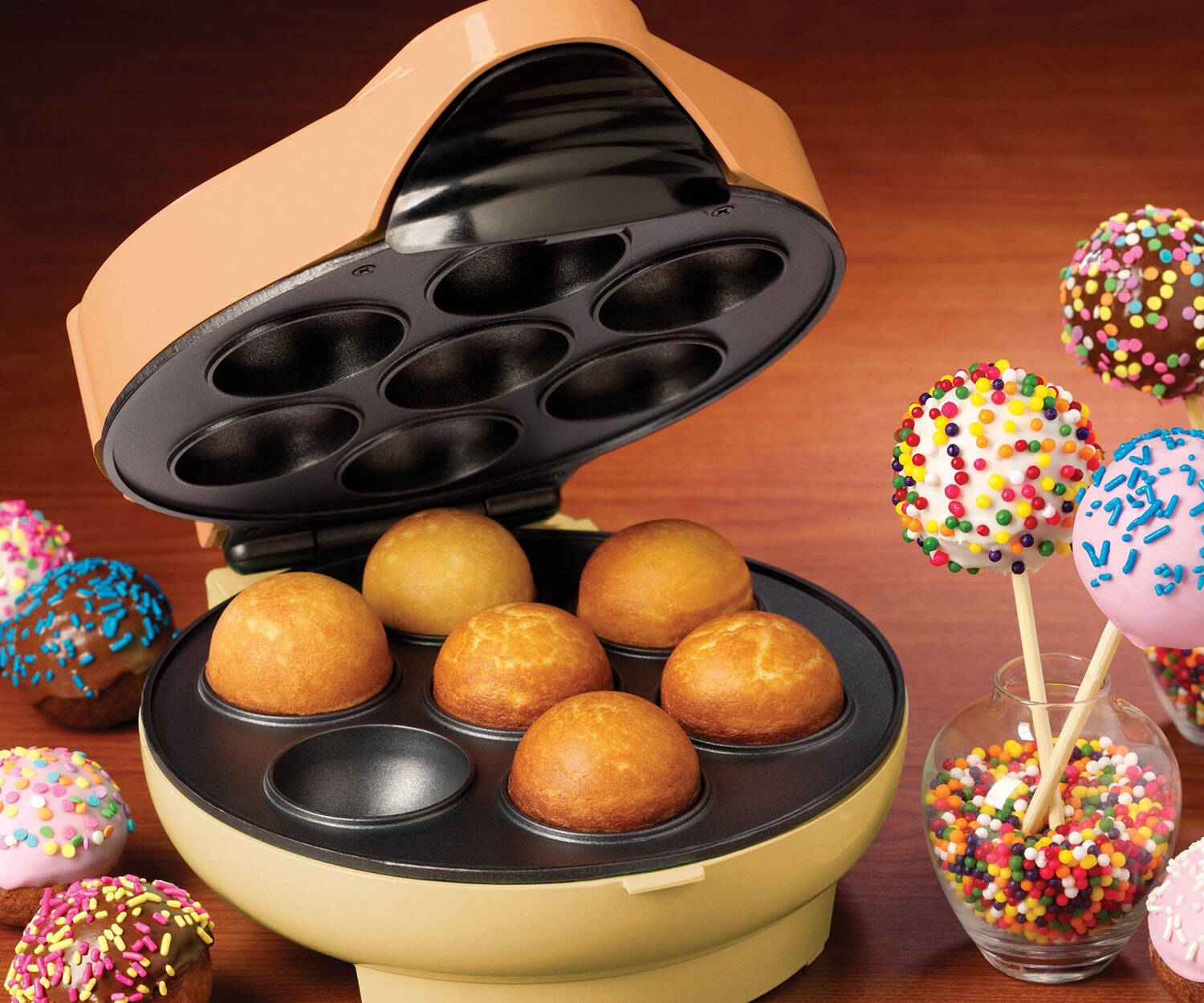 Cake Pops Maker - http://coolthings.us