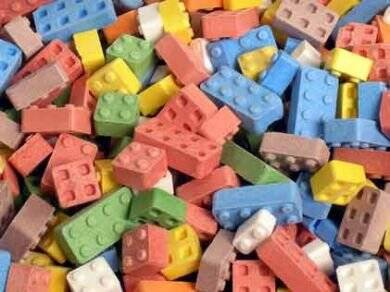 Edible Lego Bricks - http://coolthings.us