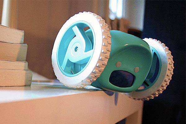 Clocky, The Alarm Clock That Runs Away - http://coolthings.us