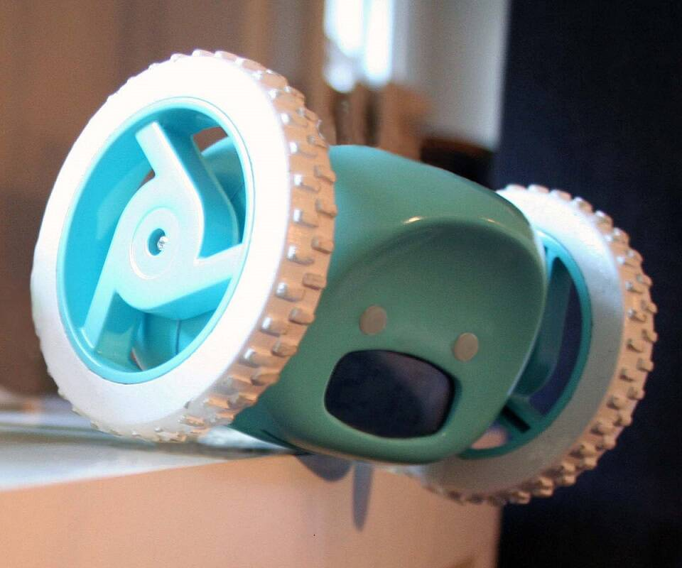 Clocky Runaway Alarm Clock on Wheels - http://coolthings.us