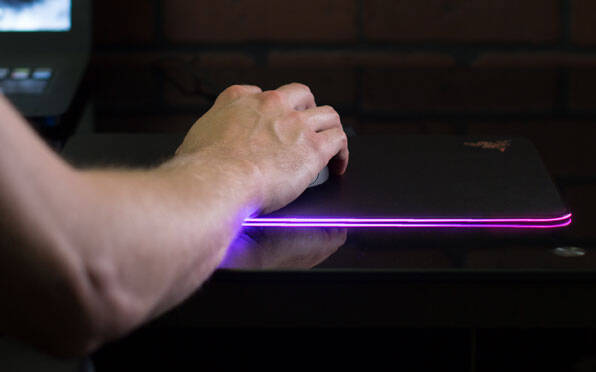 Customizable Light Up Mousepad - http://coolthings.us