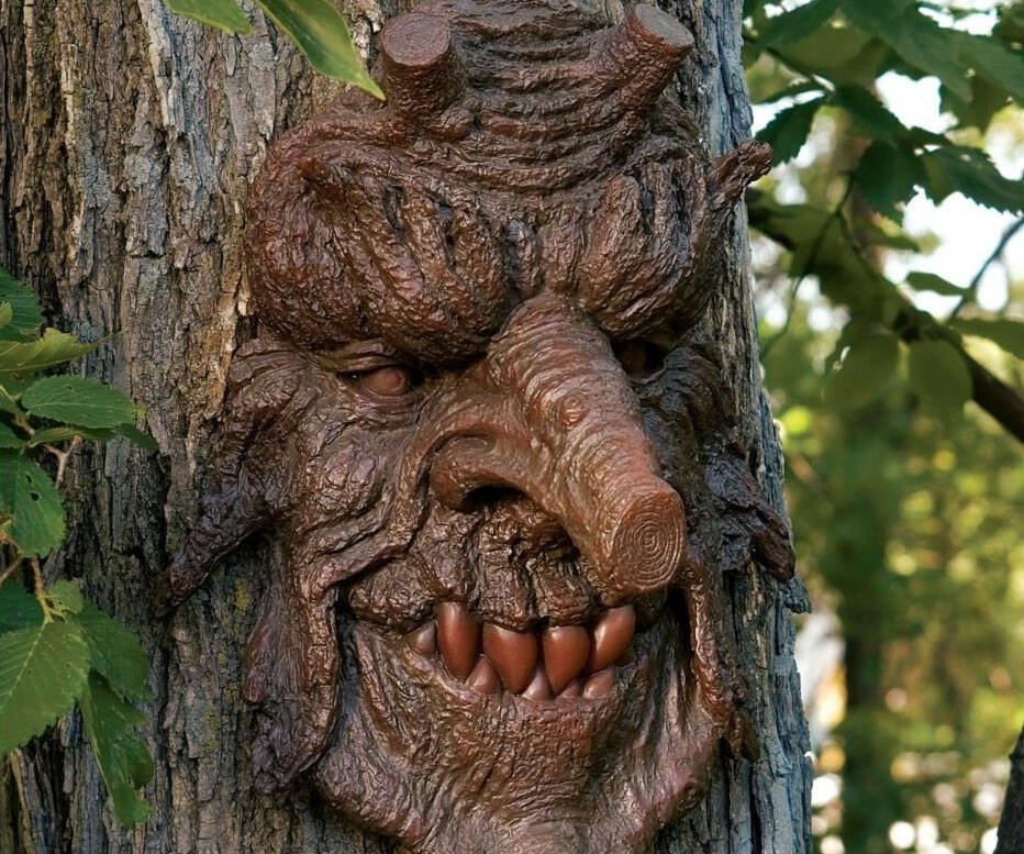 Devilish Tree Face - http://coolthings.us