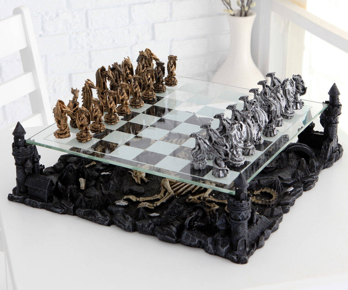Dragon Chess Set - http://coolthings.us