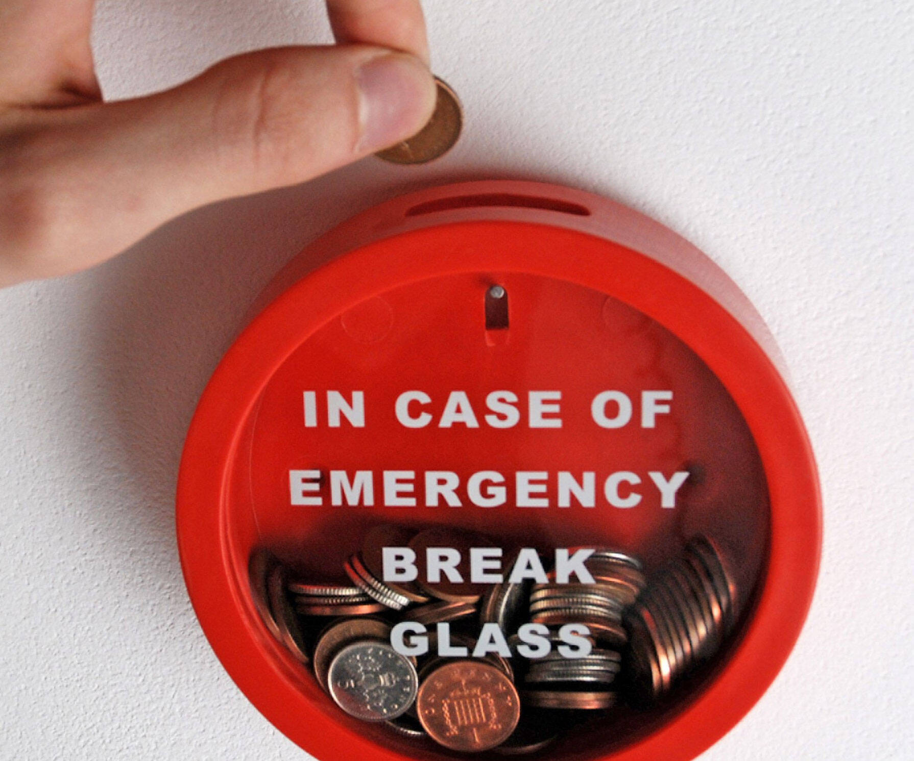Emergency Piggy Bank - http://coolthings.us