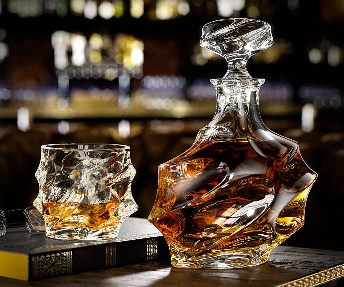 Everest Whiskey Decanter Set - http://coolthings.us