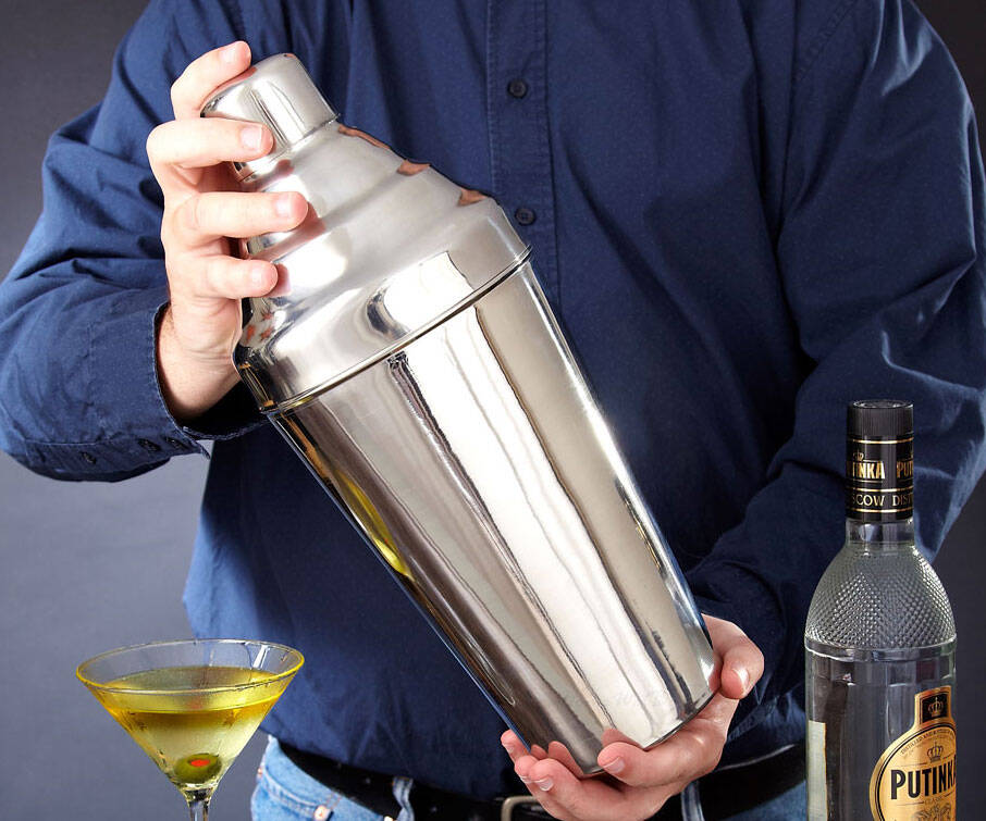 Giant Cocktail Shaker - http://coolthings.us