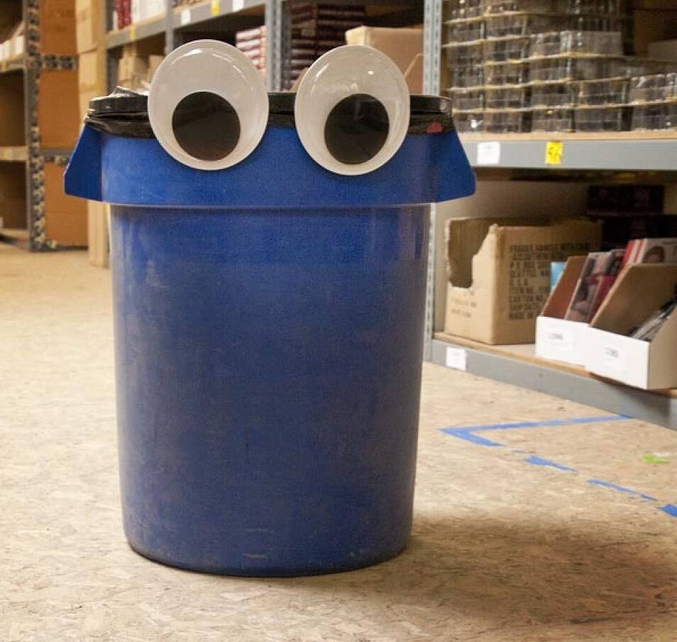 Giant Googly Eyes - http://coolthings.us