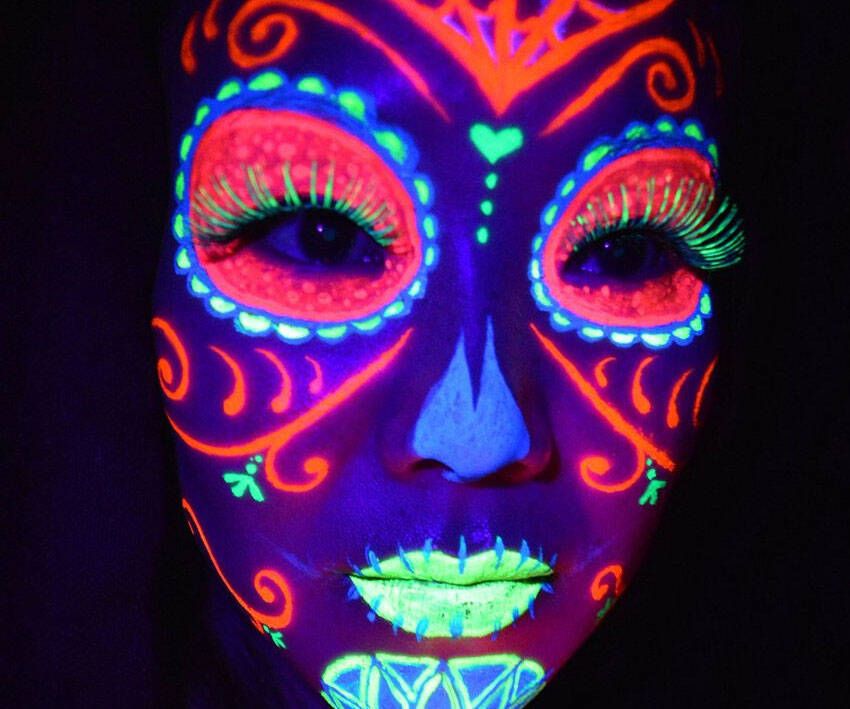 Glow In The Dark Body Paint - http://coolthings.us