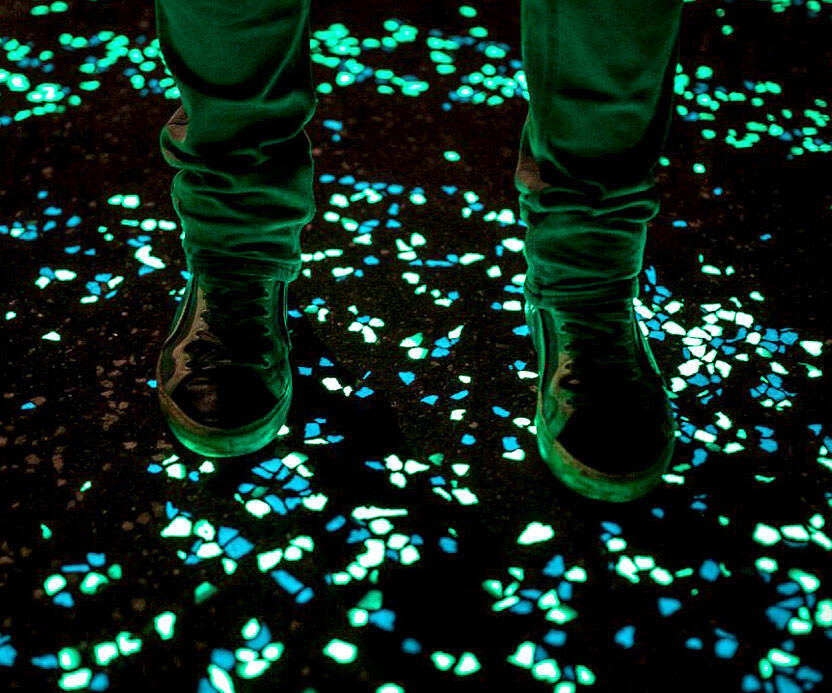 Glow In The Dark Pebbles - http://coolthings.us