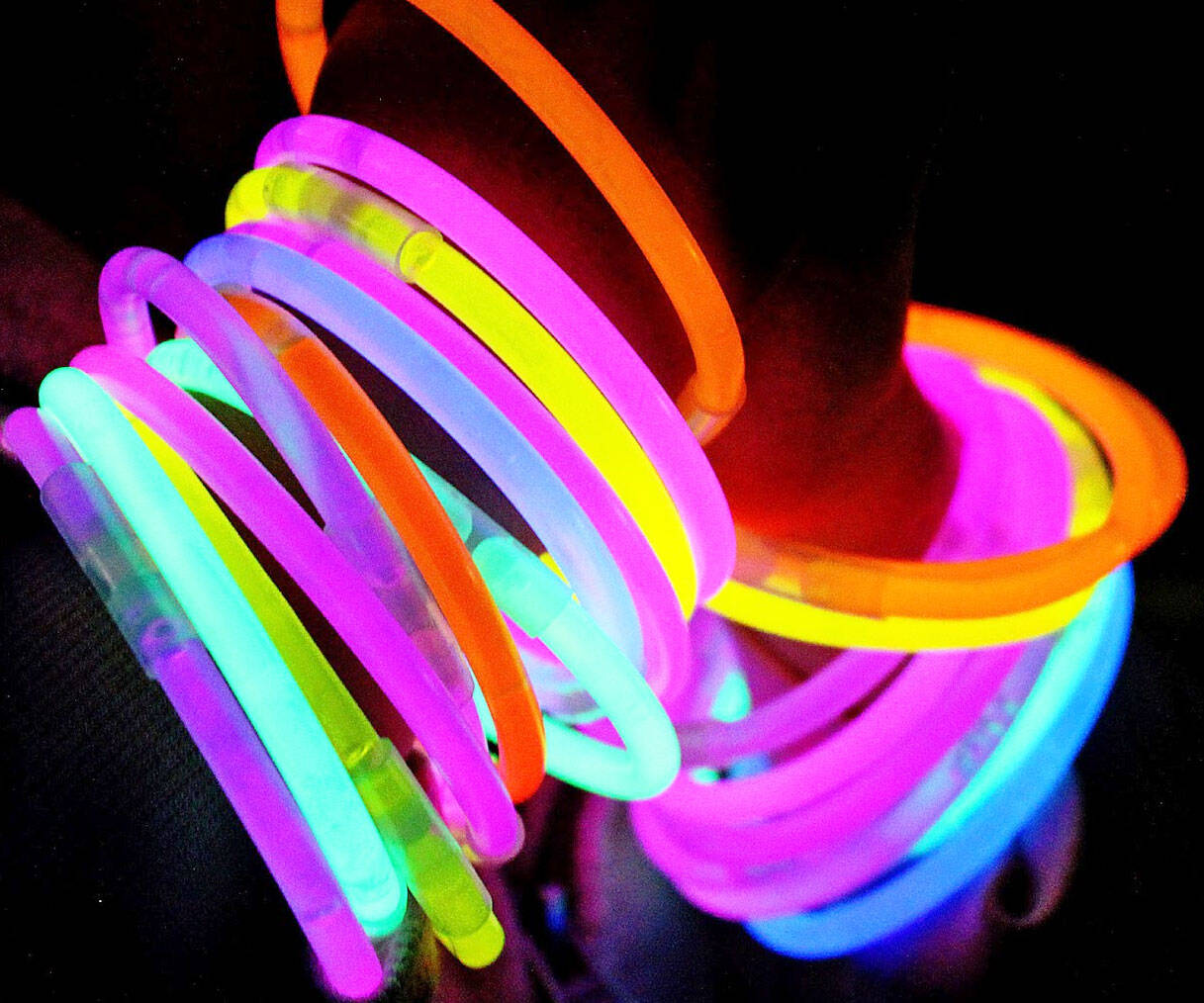Glow Stick Bracelets - http://coolthings.us