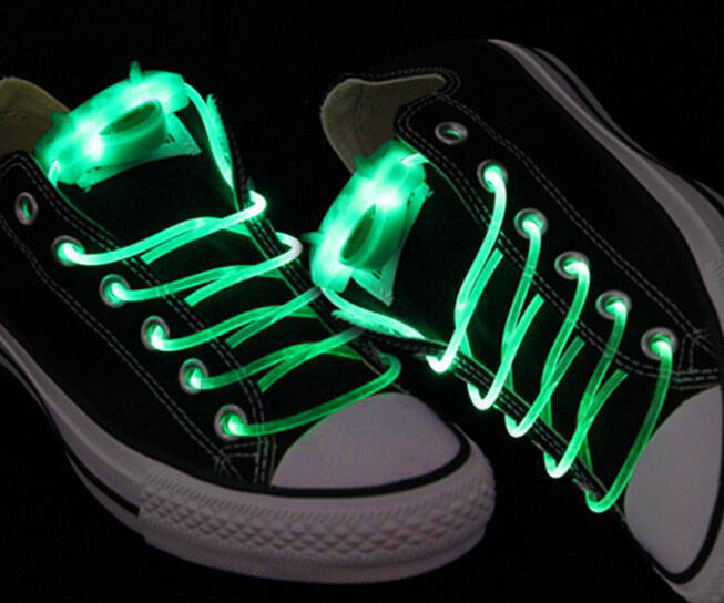 Green Light Up Shoelaces - http://coolthings.us