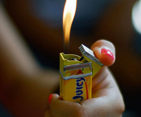 Pack Of Chewing Gum Lighter - http://coolthings.us