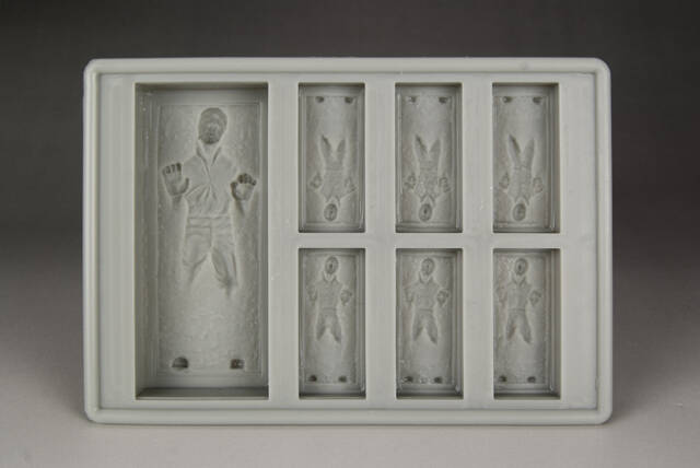 Han Solo Ice Cube Tray - http://coolthings.us