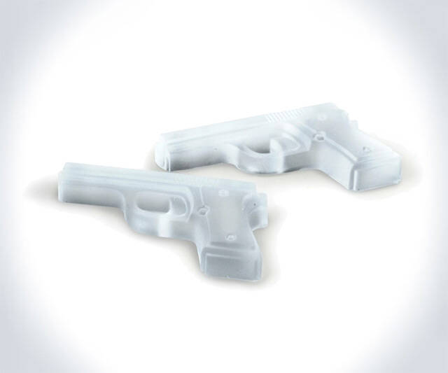 Gun Shaped Ice Cubes - http://coolthings.us
