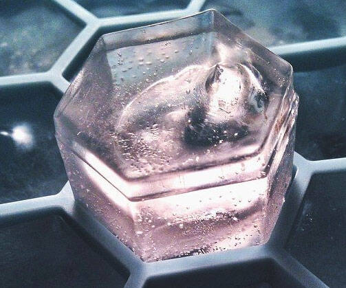 Hexagon Ice Cube Tray - http://coolthings.us