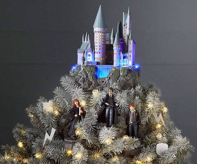 Hogwarts Castle Xmas Tree Topper - http://coolthings.us