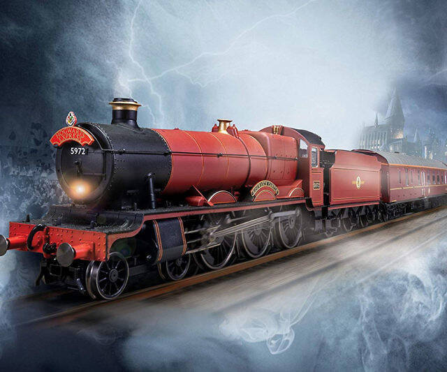 Hogwarts Express Electric Model Train Set