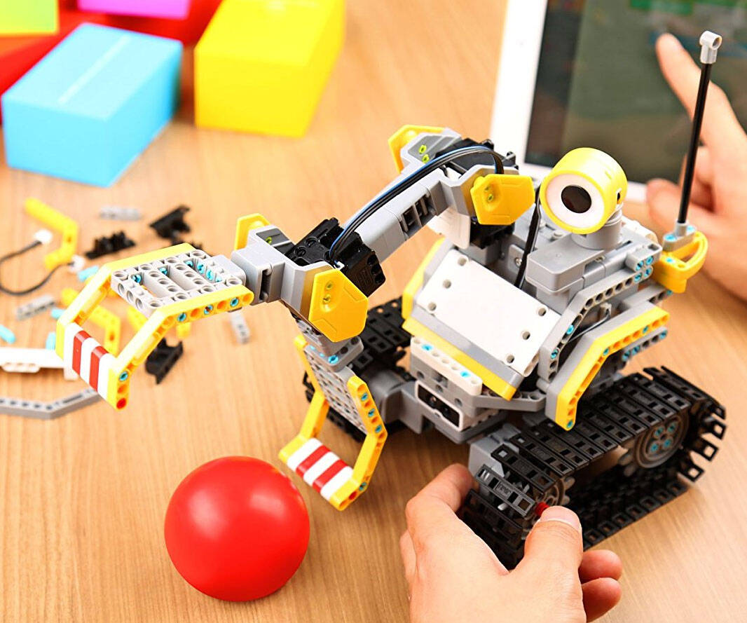 Interactive Robotic Building Block System - http://coolthings.us