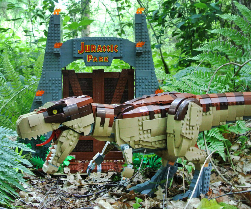 Jurassic Park T-Rex LEGO Set - http://coolthings.us