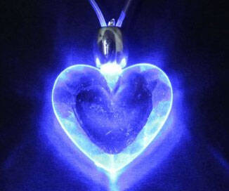 LED Heart Necklace - http://coolthings.us