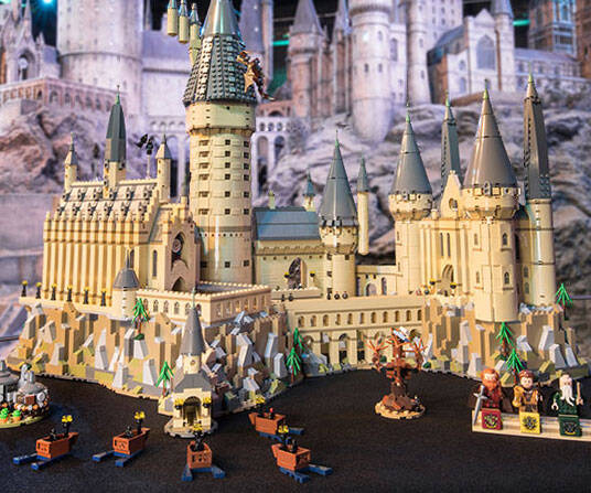 LEGO Hogwarts Castle - http://coolthings.us