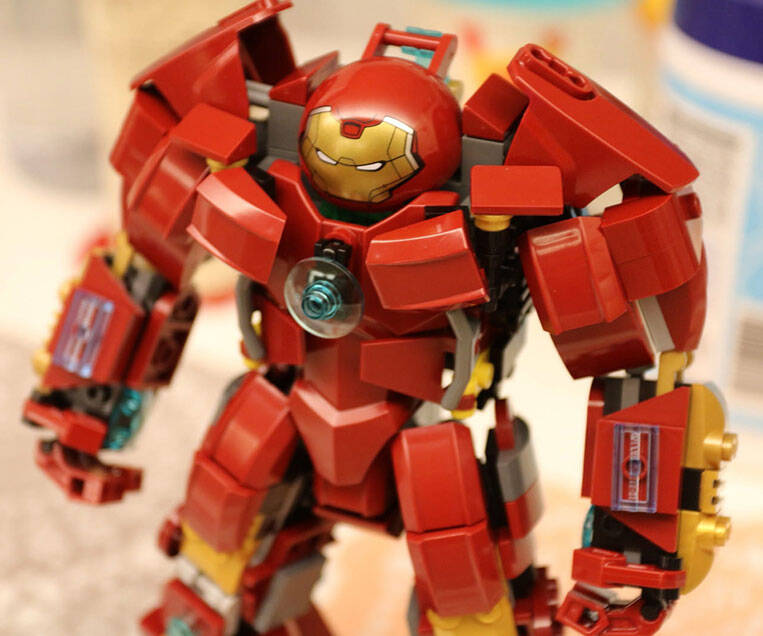 LEGO Iron Man Hulkbuster - http://coolthings.us