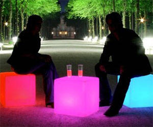 Outdoor Light Up Cubes - http://coolthings.us