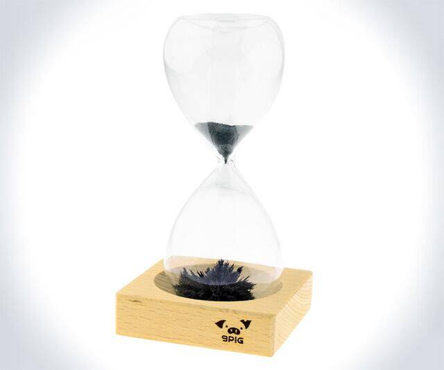 Magnetic Sand Hourglass - http://coolthings.us