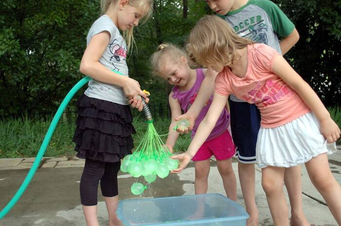 Mass Water Balloon Filler - http://coolthings.us