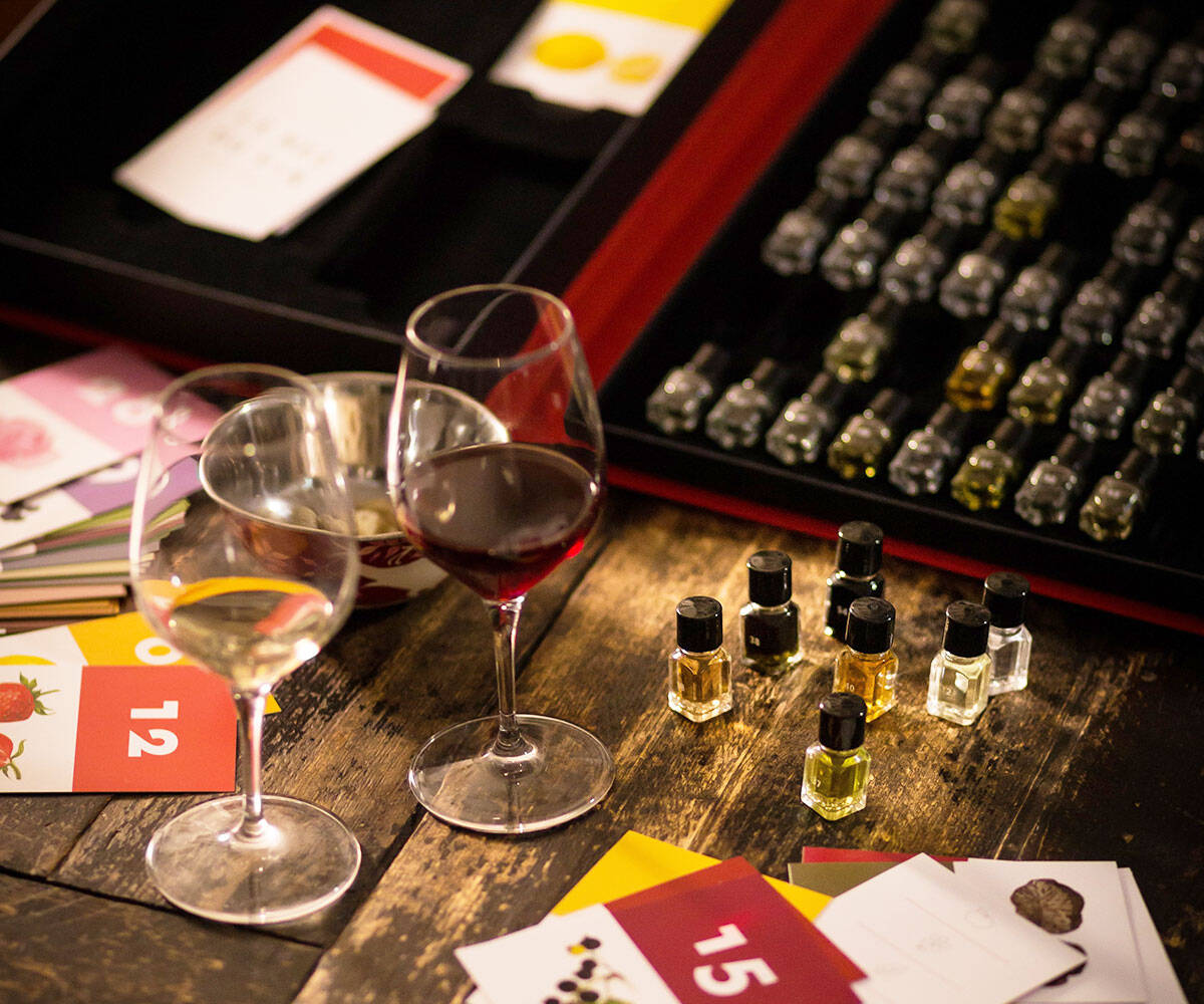 Wine Aroma Tasting Kit - http://coolthings.us
