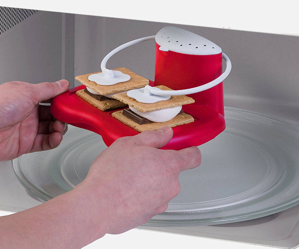 Microwave S'mores Maker - http://coolthings.us